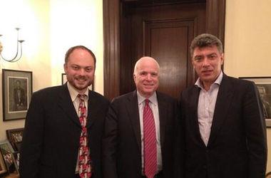 <p><span><span>Маккейн опубликовал вото с июньской встречи с Немцовым иВладимиром Кара-Мурзой,</span>twitter.com/senjohnmccain</span></p> Маккейн опубликовал вото с июньской встречи с Немцовым и Владимиром Кара-Мурзой, twitter.com/senjohnmccain